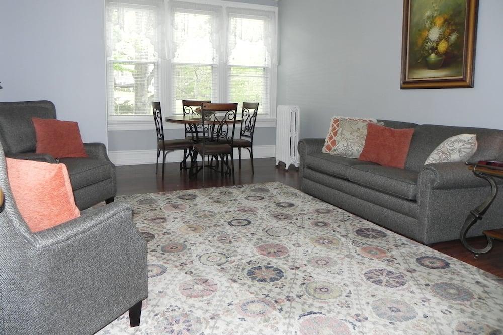 Crossvine Suite - Living Room