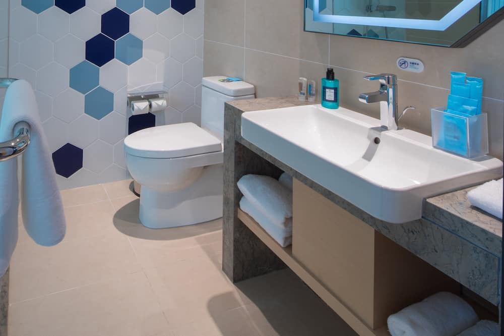 套房 (Holiday Inn Express) - 浴室
