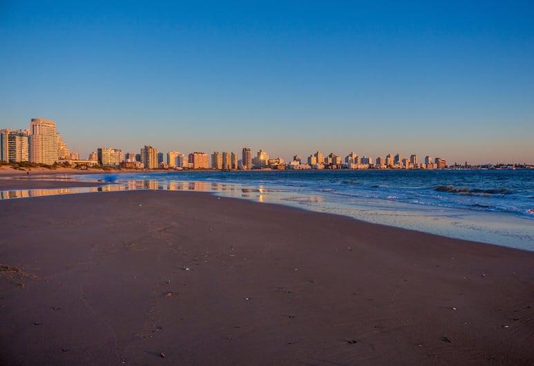 أبارت أون باريو كانتيجريل - ريسيدنثيال كانتري, بونتا ديل ايستي, الشاطئ