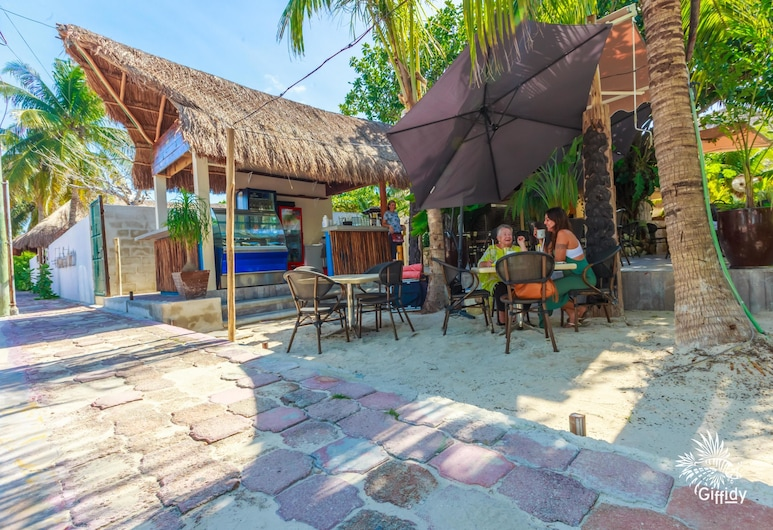 Comfortable Suite at Paradise Suites. Ideal Location, Steps From Playa Norte!, Isla Mujeres
