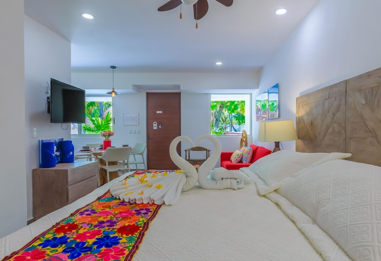 Comfortable Suite at Paradise Suites. Ideal Location, Steps From Playa Norte!, Isla Mujeres, Δωμάτιο, Δωμάτιο