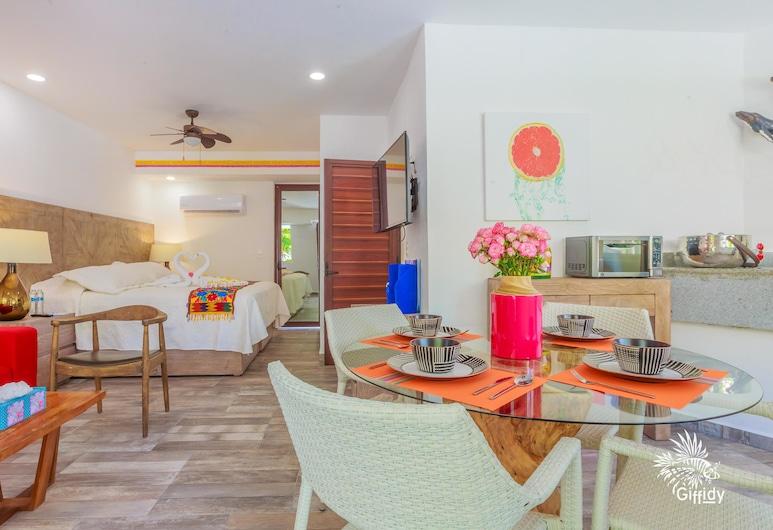 Comfortable Suite at Paradise Suites. Ideal Location, Steps From Playa Norte!, Isla Mujeres, Pokój, Pokój