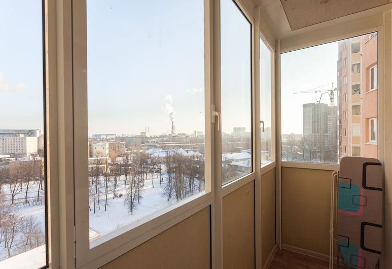 อพาร์ทเมนท์ใกล้สถานีรถไฟใต้ดินปรอเลตาร์สกายา 3, เซนต์ปีเตอร์เบิร์ก, คอมฟอร์ทอพาร์ทเมนท์, ระเบียง