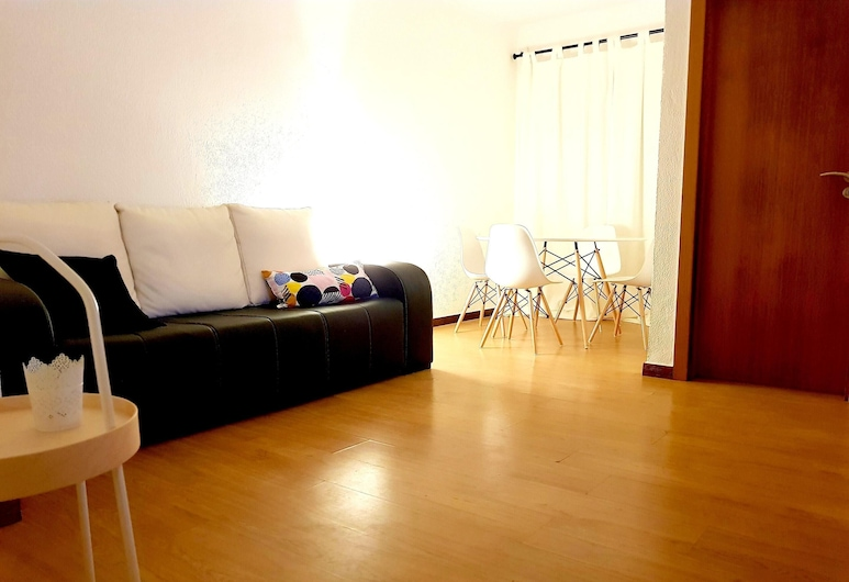 Apartment With 2 Bedrooms in Almada, With Furnished Terrace and Wifi - 11 km From the Beach, อัลมาด้า, ห้องนั่งเล่น