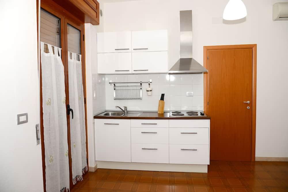 Comfort apartman, 2 hálószobával, terasz, kilátással a tengerre - Privát teakonyha