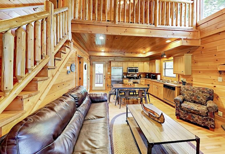 Big Bear Lodge - 2br W/ Hot Tub & Pool 2 Bedroom Cabin, Pigeon Forge, Lõõgastumisala