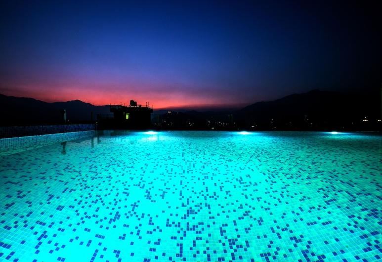 Beautiful Kathmandu Hotel, Katmandu, Pool auf dem Dach