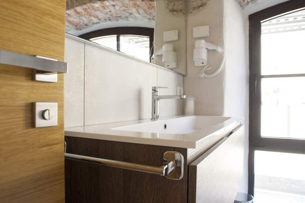 Double Room Single Use, 1 Twin Bed - Bathroom Sink