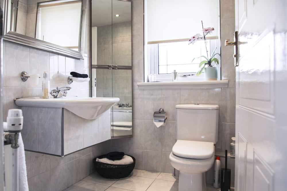 Apartment, Multiple Beds, Non Smoking - Bathroom