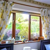 Habitación con 2 camas individuales (Private Bathroom) - Vista al jardín