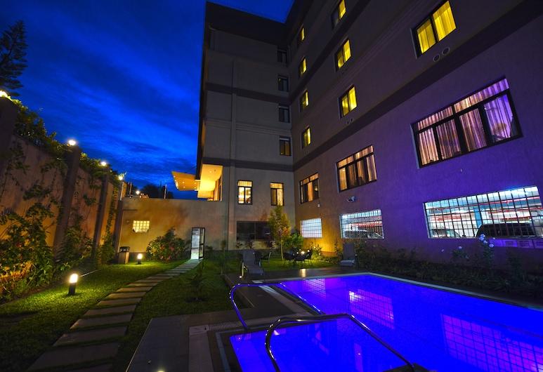 Best Western Plus The Athena Hotel, Kampala, Piscina al aire libre
