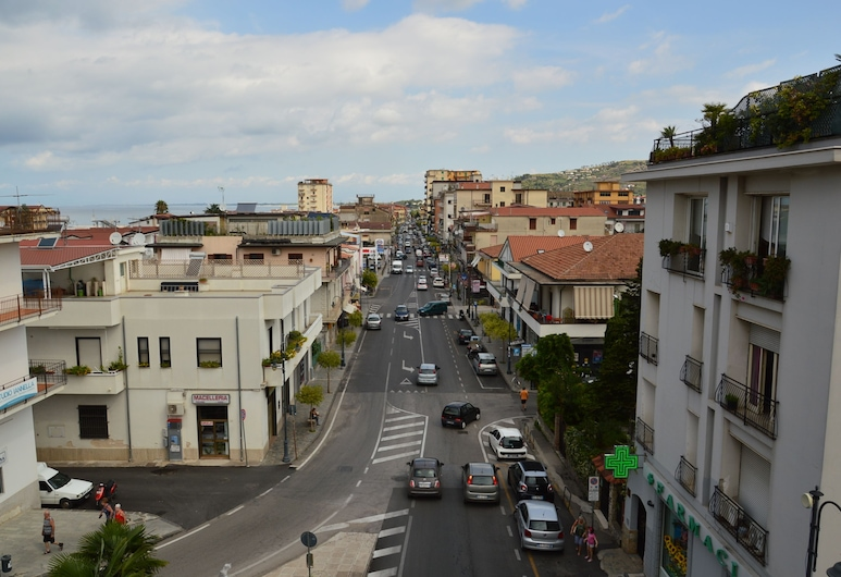 Benvenuti al Centro, Agropoli, Balcony