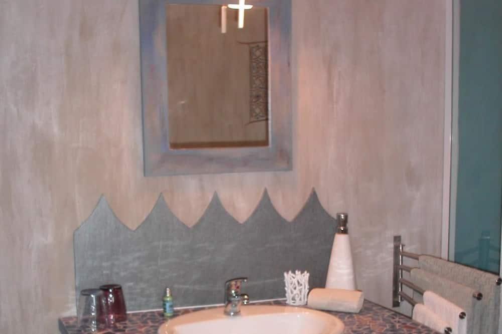 Rodinný pokoj (Trousseau) - Umyvadlo vkoupelně