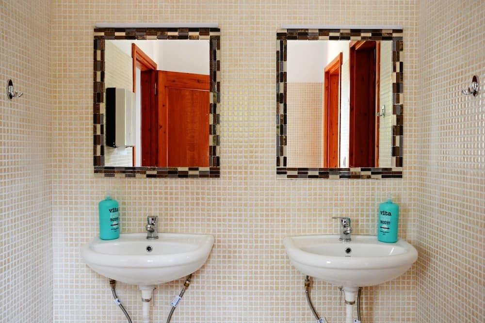 豪華雙人或雙床房, 山景 - 浴室洗手台