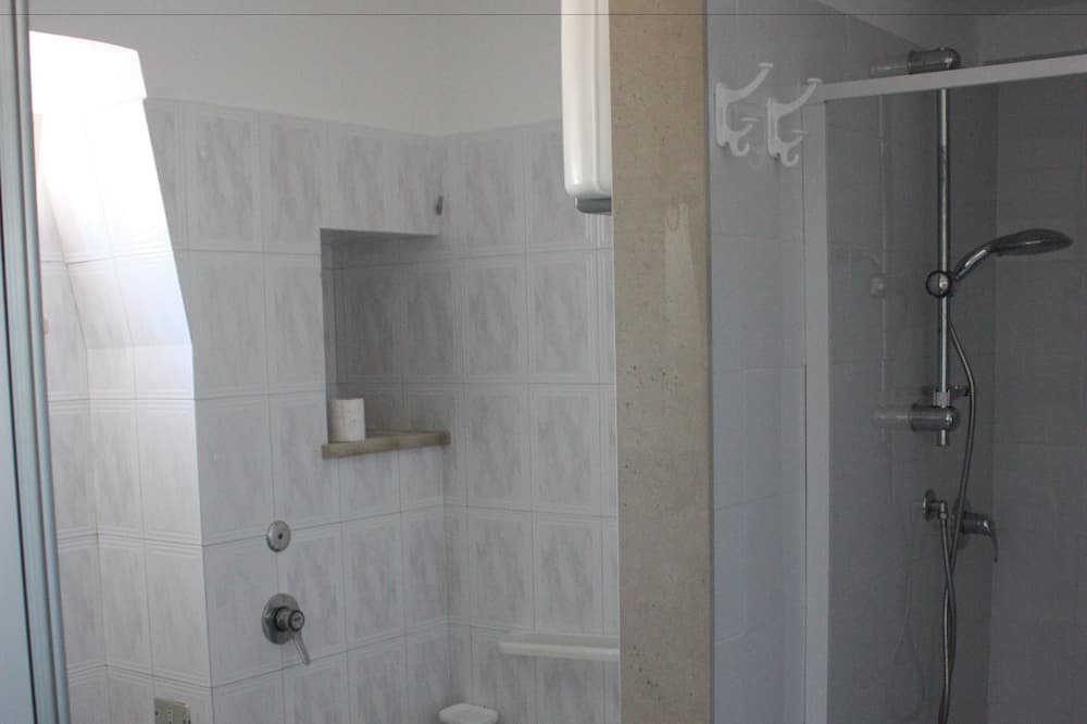 Familienhaus, 2Schlafzimmer, Küche - Badezimmer