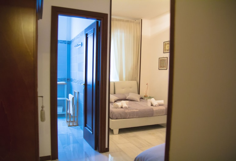 Sweet Rooms in Easy House, Naples, Deluxe Double Room, Private Bathroom, Guest Room