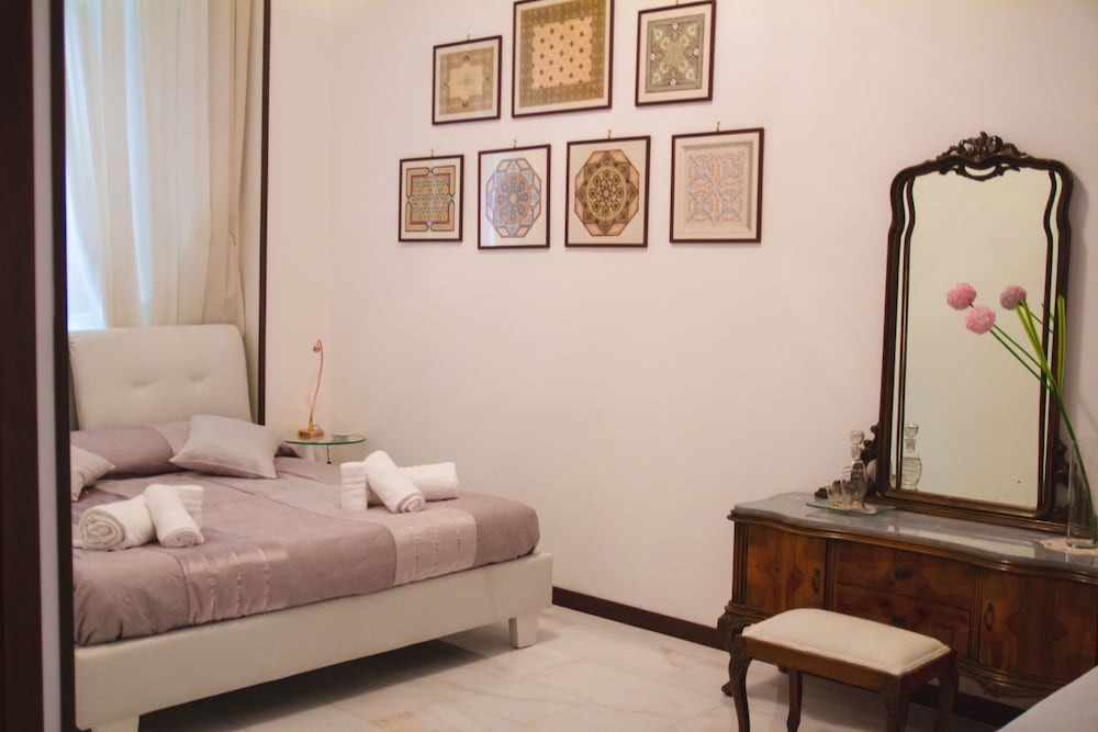 Sweet Rooms In Easy House, Naples