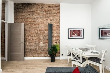 Picture of Stunning City Center 2 Bedroom Apartment in Liverpool