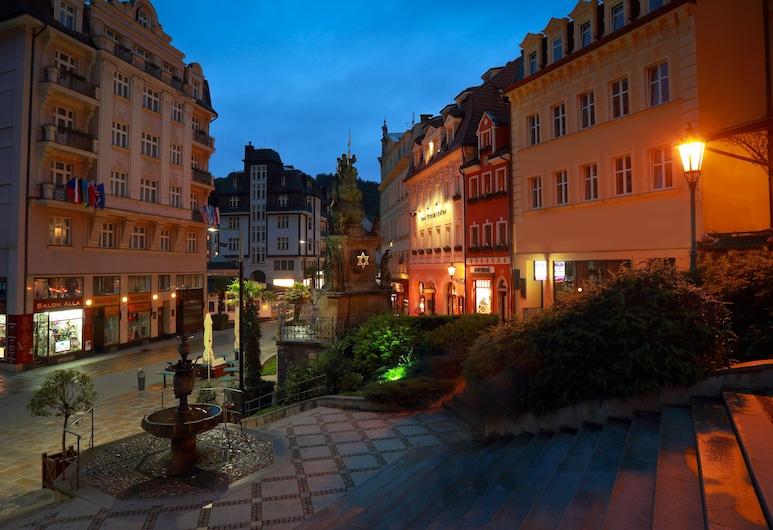 Promenáda Romantic Hotel, Karlsbad, Hotelfassade am Abend/bei Nacht