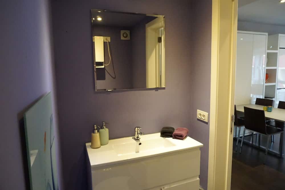 Studija, virtuvė - Vonios kambarys