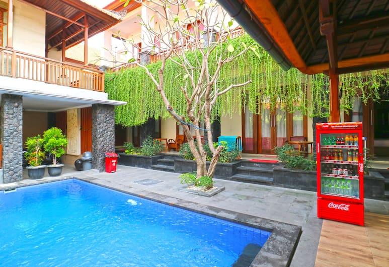 D'Astri Guest House, Denpasar, Kolam Renang Luar Ruangan