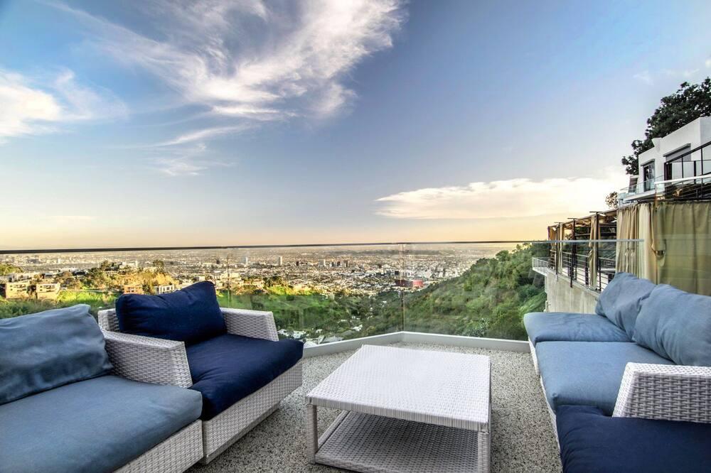 Luxury House, 5 Bedrooms - Balcony