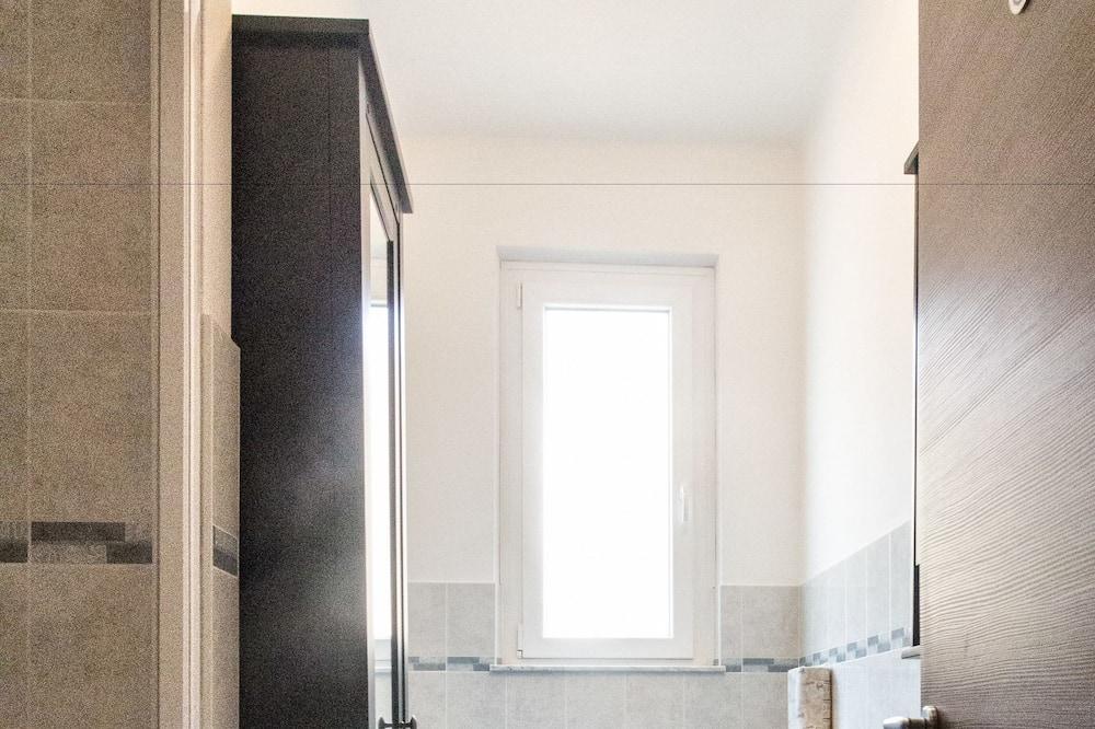 Tek Büyük Yataklı Oda, Ortak Banyo - Banyo
