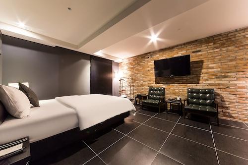 โรงแรมไนน์/