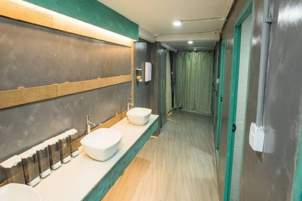 Slaapzaal, alleen vrouwen (4 Beds) - Badkamer