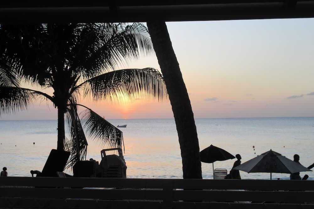 DolphinBay beachfront bungalow directly on the platinum WestCoast, 2Beds, 2Baths