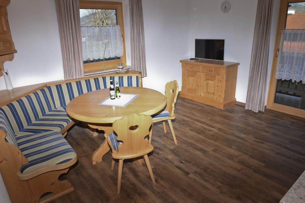 Apartment, 1 Bedroom, Balcony, Mountainside (2) - Living Room