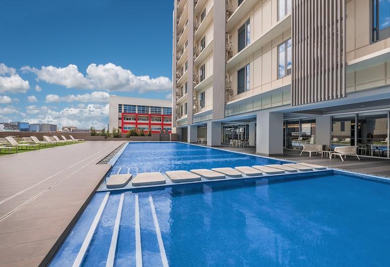 馬尼拉馨樂庭灣城酒店, 帕謝, 泳池