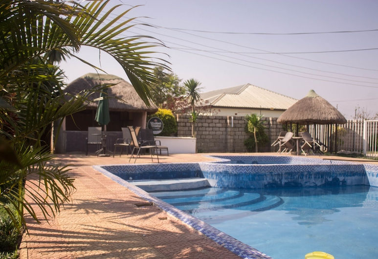 Leget Lodges & Gardens, Lusaka, Outdoor Pool
