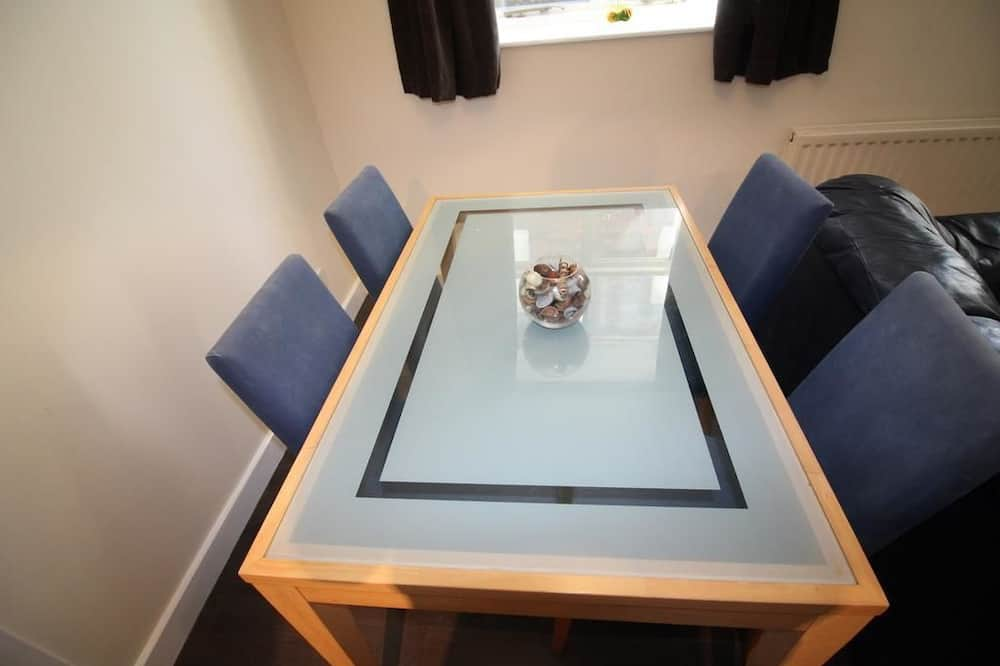 1 Bed Apartment - In-Room Dining