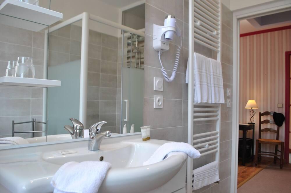 Luxury Quadruple Room - Bathroom