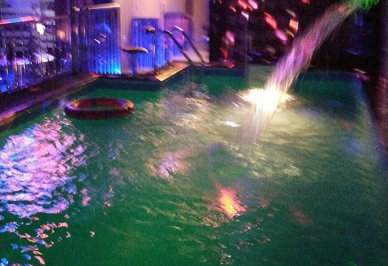 尼約伊套房飯店, 拉各斯, 室外游泳池