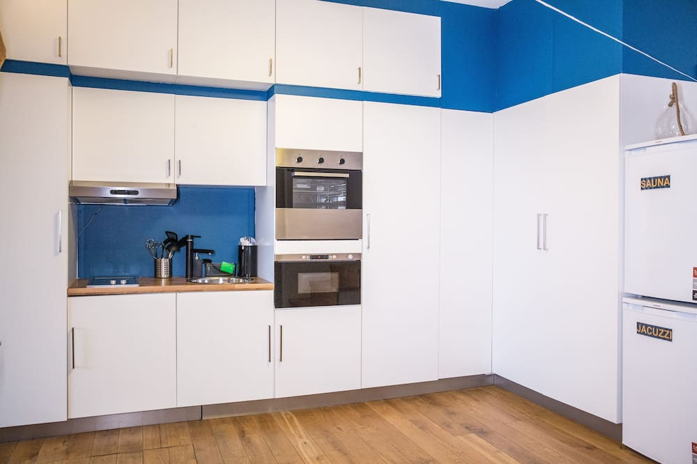 غرفة ديلوكس مزدوجة - بحوض استحمام - مطبخ مشترك