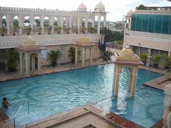 布巴內斯瓦爾布巴內什瓦爾帝國酒店的圖片