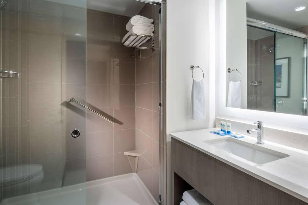 Номер, 1 двуспальная кровать «Кинг-сайз» (High Floor, No Sofabed) - Ванная комната