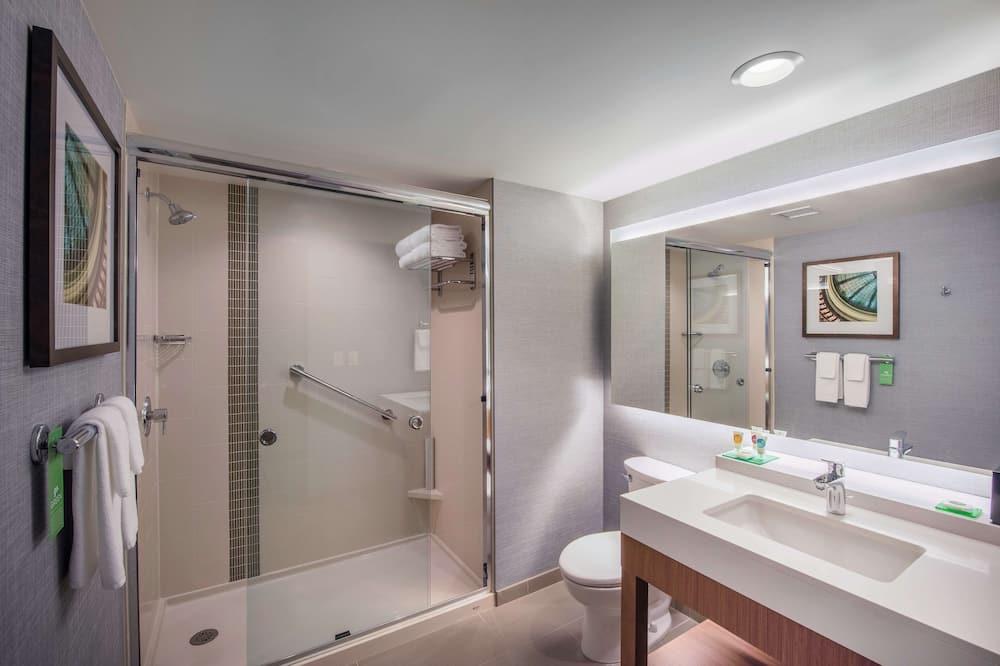 Izba (2 Queenbed & 1 Sofabed, High Floor) - Kúpeľňa