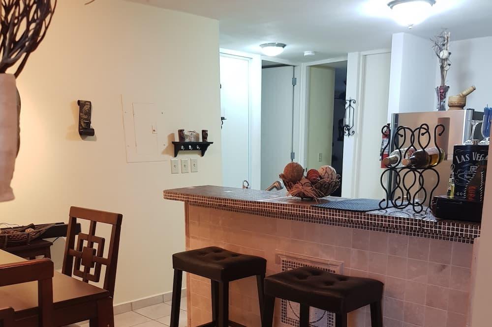 דירה דה-לוקס, 2 חדרי שינה, ללא עישון - אזור אוכל בחדר