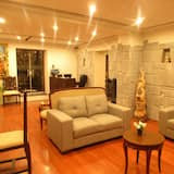 Chambre Triple Classique, plusieurs lits, salle de bains privée - Coin séjour