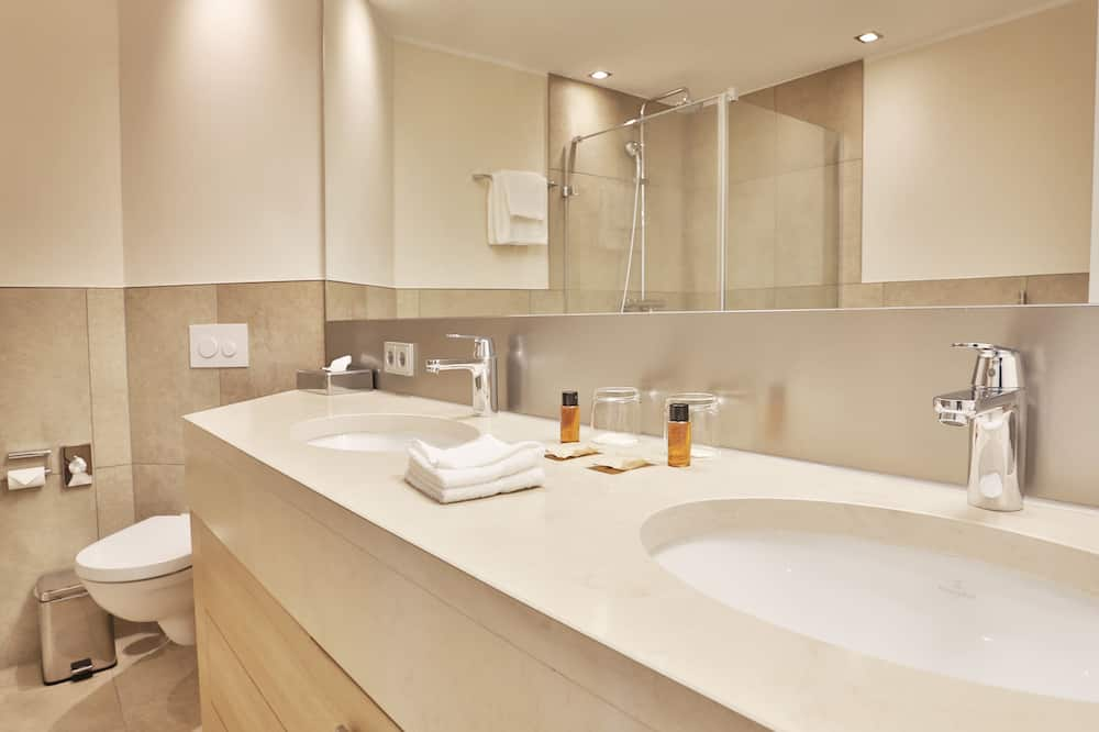 Premium Double Room Single Use, 1 Double Bed (2 mattresses) - Bathroom Amenities