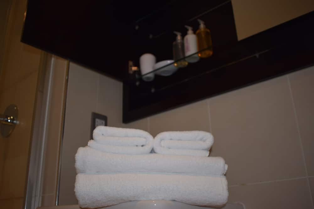 Studio - Bathroom Amenities