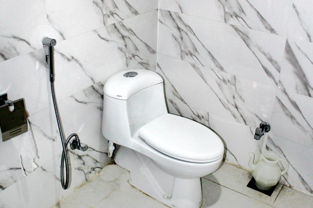 Chambre Simple Standard, 1 lit double, accessible aux personnes à mobilité réduite - Salle de bain