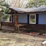 Circle H cabin in the woods