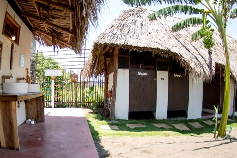 Bangalo, Voodeid on mitu, ühiskasutatav vannituba - Vannituba