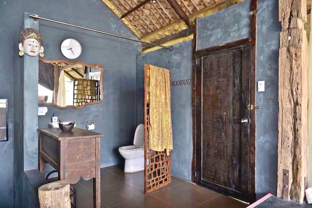 Bird House - Bathroom