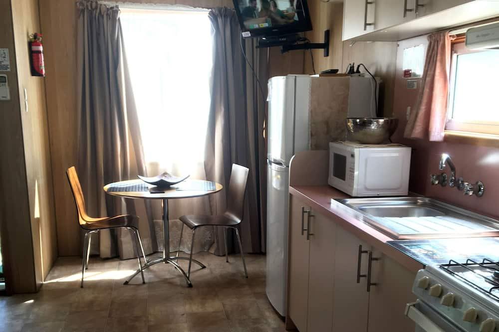 1 Bedroom Honeymoon Suite - In-Room Dining