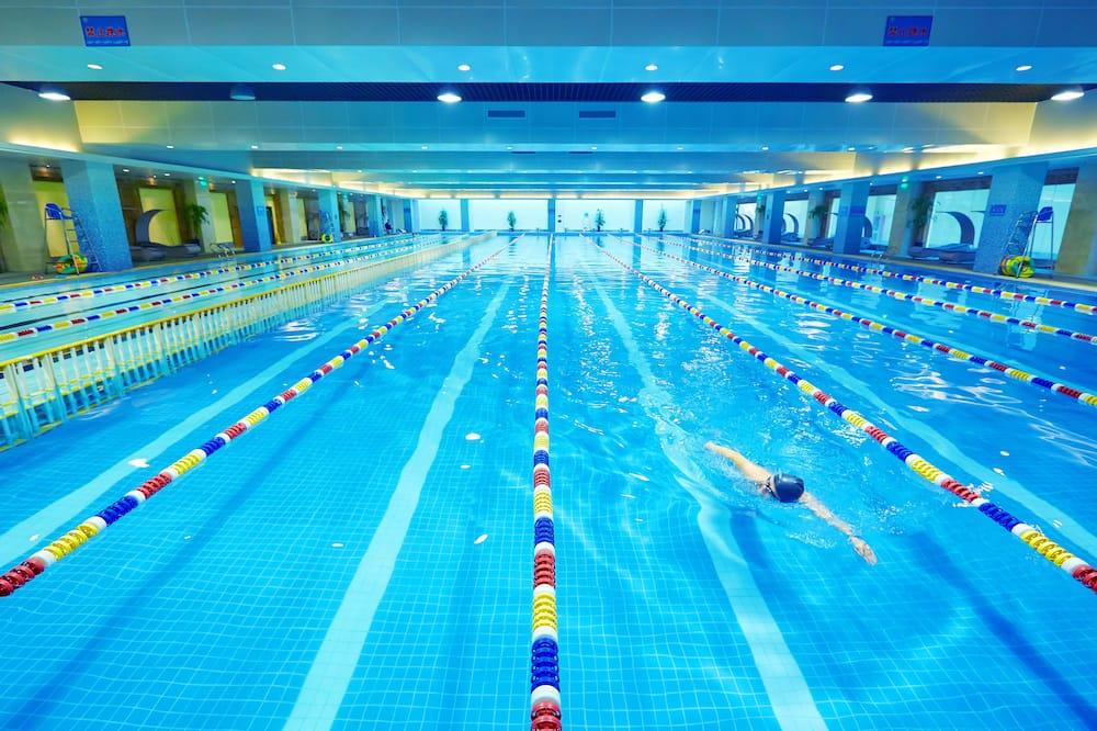 สระว่ายน้ำในร่ม